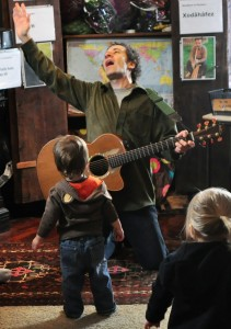Jay teaching an All Around This World class -- Book a Jewish Music Program